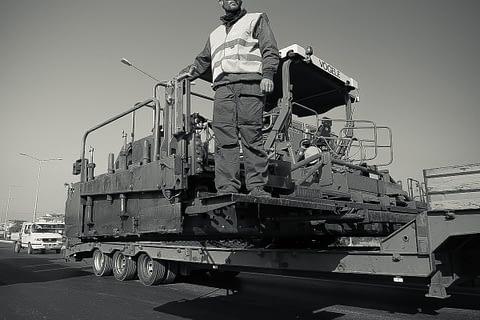 asvalt yol makina işçi dur