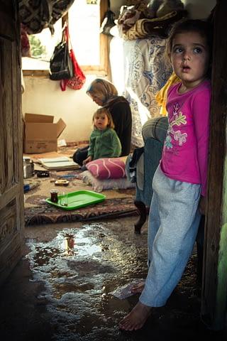 mülteci çocuk aile suriye ev yoksulluk