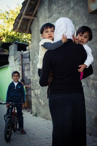 mülteci suriye anne çocuk gizli