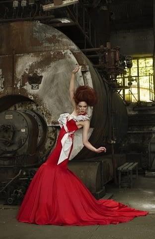 kadın moda abiye kırmızı mekan çekim fotoğraf fotoğrafçı reklam fashion photoshop retouch