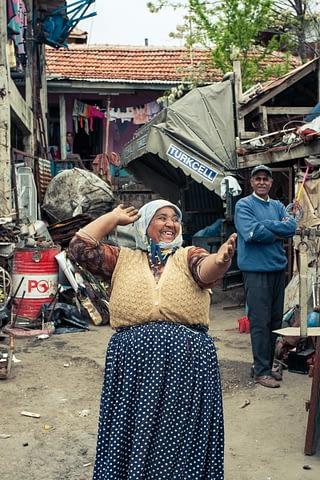 roman oyun dans kaynana yaşlı teyze fakir belgesel
