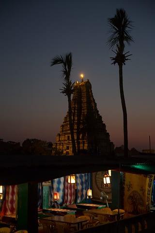 kule tapınak doku teras yeraltı gece