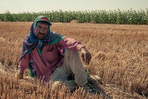 tarım işçi çiftçi dinlenmek poz
