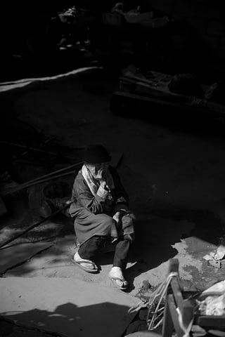 karanlık nine yaşlı kadın siyah beyaz