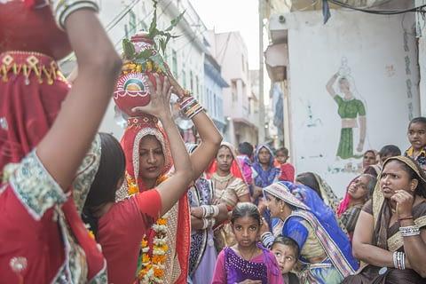 sokak fotoğraf nişan düğün testi adet gelenek hindistan hindu kreatif