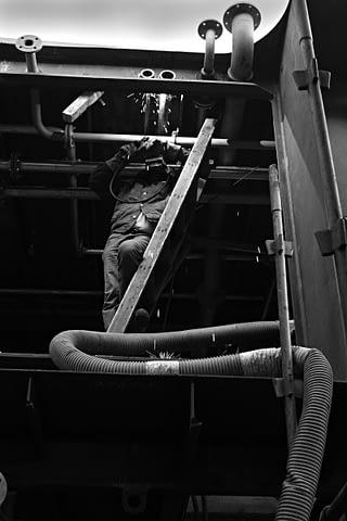 işçi kaynak boru güverte siyah beyaz b&w belgesel documentary