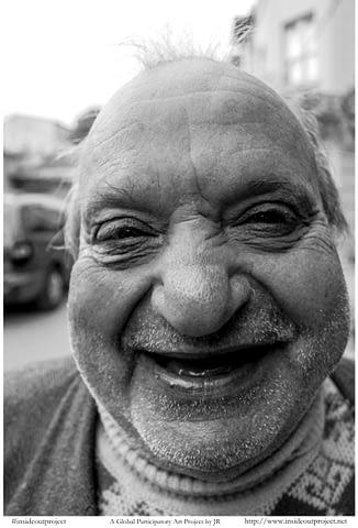 tonton şirin komik kel gülümseyince aynıyız portre smilelarity siyah beyaz b&w belgesel documentary