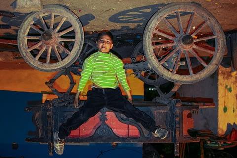 çocuk ters at arabası hiperaktif poz portre