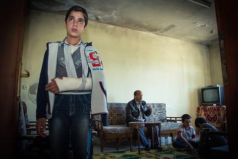 suriye mülteci ev aile çocuk kırık acı