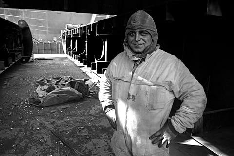 işçi gül tulum portre siyah beyaz b&w belgesel documentary