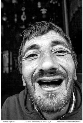 gül engelli gülümseyince aynıyız portre smilelarity siyah beyaz b&w belgesel documentary