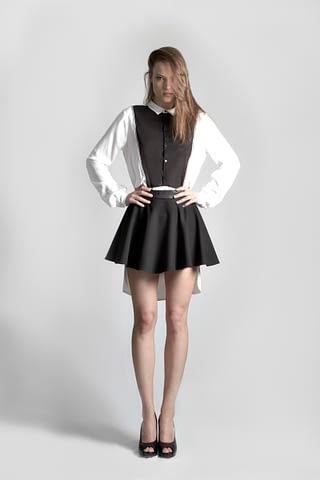 moda kadın siyah beyaz etek çekim fotoğraf fotoğrafçı reklam fashion photoshop retouch studyo