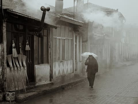 Edirne Eski Süpürge Sis adam şemsiye puslu siyah beyaz