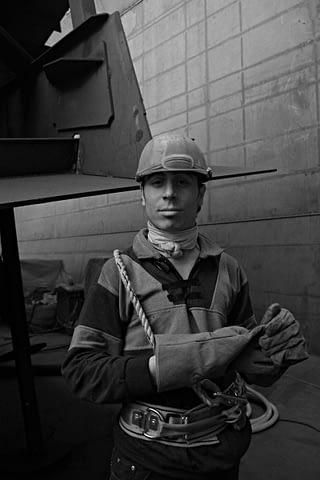 işçi asil eldiven portre siyah beyaz b&w belgesel documentary
