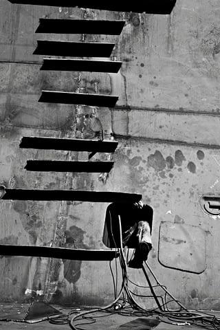 tersane gemi merdiven ayak siyah beyaz b&w belgesel documentary