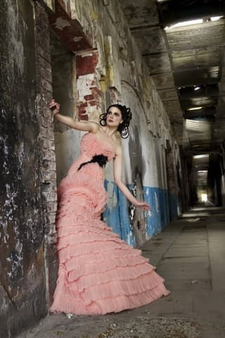 kadın moda pembe koridor çekim fotoğraf fotoğrafçı reklam fashion photoshop retouch
